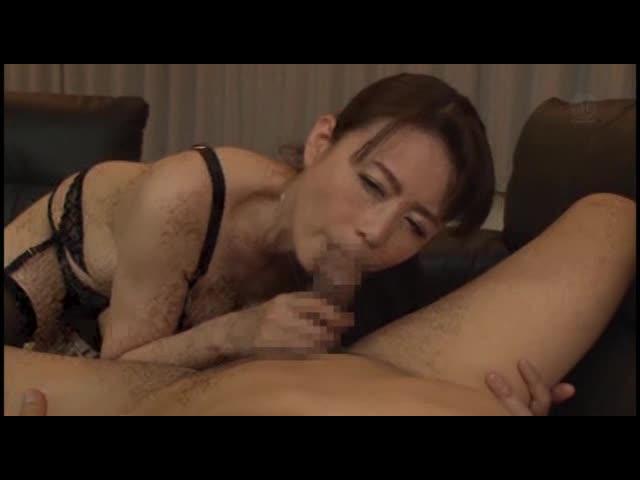 【三浦恵理子】四十路美熟女が黒のセクシーランジェリーとガーターストッキ...